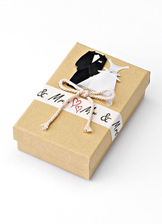 Μπομπονιέρα Κουτί με διακοσμητικό γαμπρό και νύφη (207-8437)
